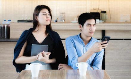 TIPS UNTUK LINDUNGI 'PRIVACY SMARTPHONE' ANDA DARI PASANGAN, 'EX' DAN 'STALKER' ANDA!